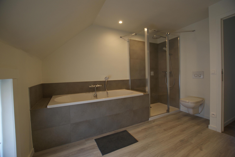 Badkamerrenovatie is één van de specialiteiten van ons bedrijf ...