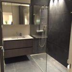 Nieuwpoort - na - badkamer - vloer - verlichting -meubel - kasten - glas
