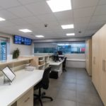 portiersloge - verlichting - deuren - vloer - kasten - bureau - automatische deur