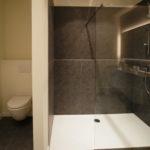 badkamer-tegels-verlichtig-kasten